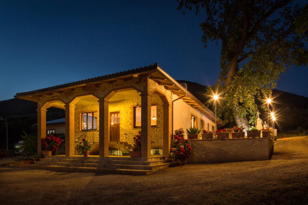 Tili Vini Assisi -cantina davanti