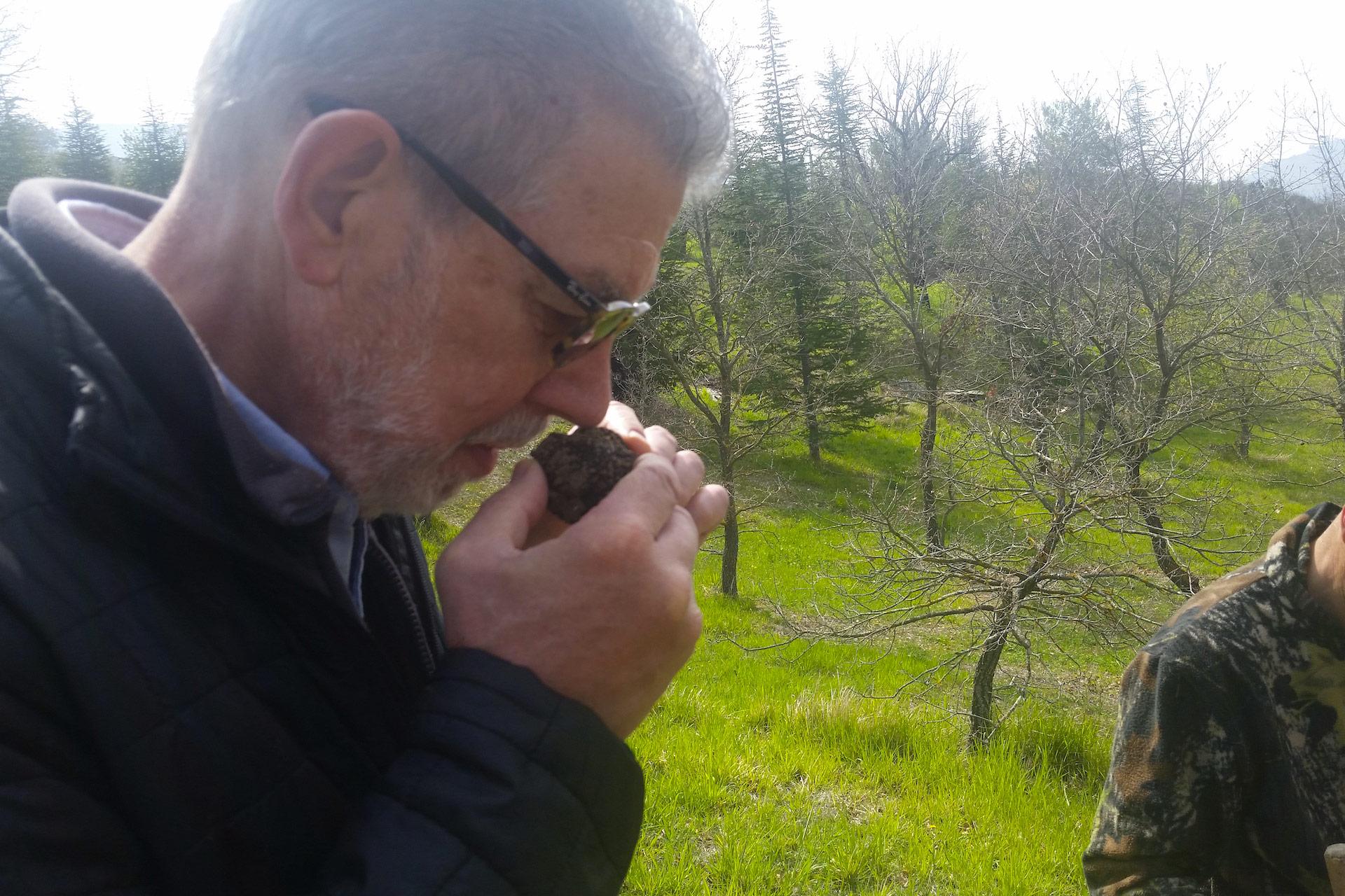 Esperienza sensoriale Assisi Tili Vini - Caccia al tartufo con pranzo 10