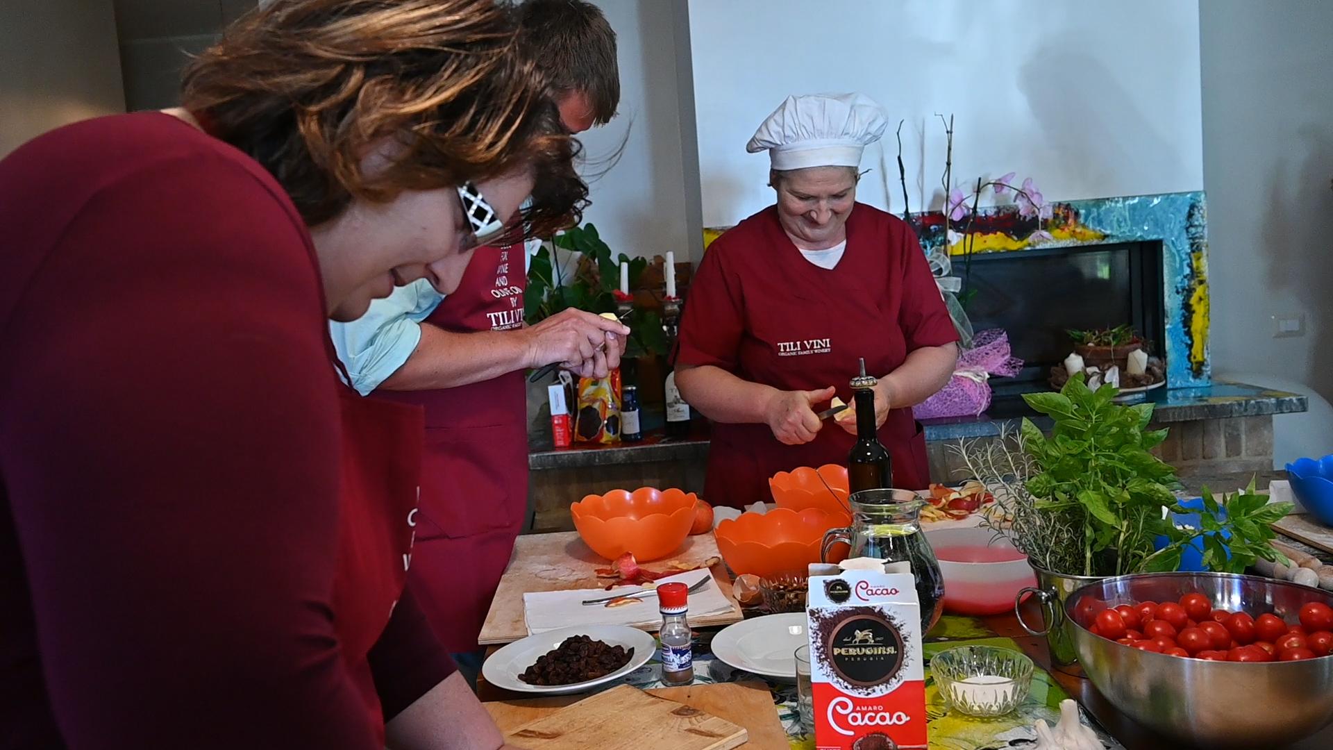 Esperienza sensoriale Assisi Tili Vini - Lezioni di cucina Umbra 12